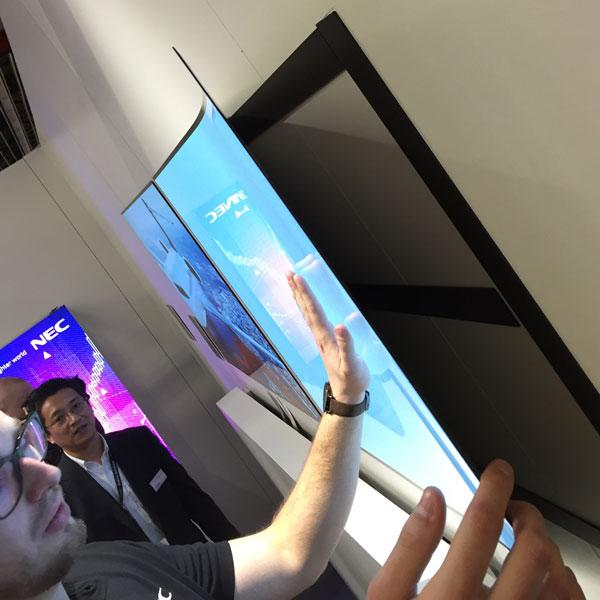panel OLED firmy NEC